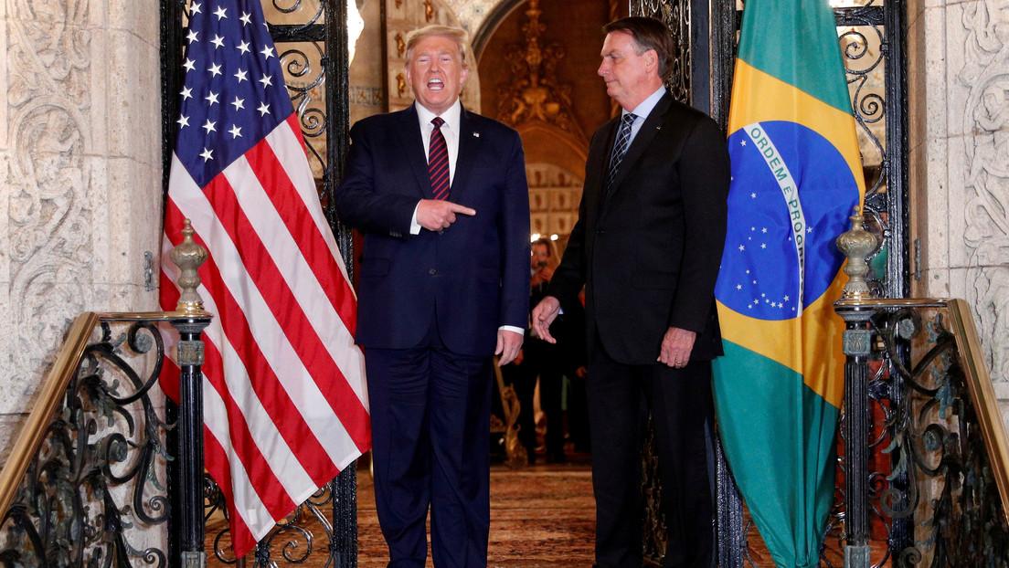 """Trump afirma que """"no está preocupado"""" por el hecho de que un funcionario que viajó con Bolsonaro a EE.UU. haya dado positivo al coronavirus"""