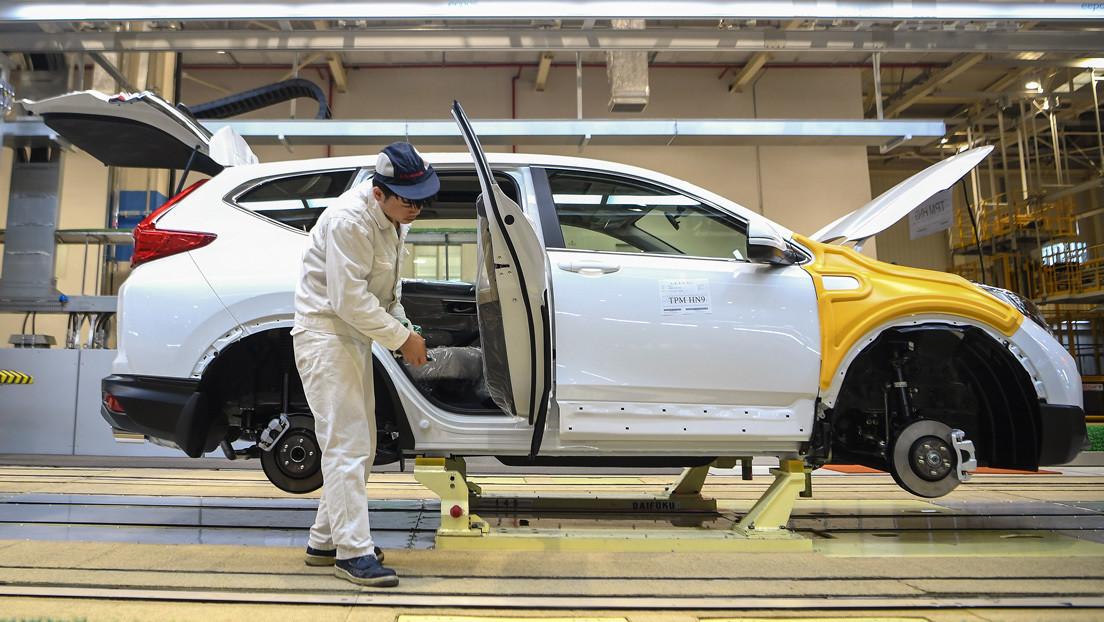 El coronavirus causa desplomes históricos en la industria automotriz y aérea china