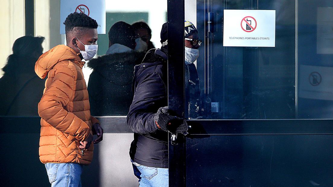 """""""La peor crisis de salud pública en Francia en 100 años"""": Macron ordena el cierre de todos los centros educativos por el coronavirus"""