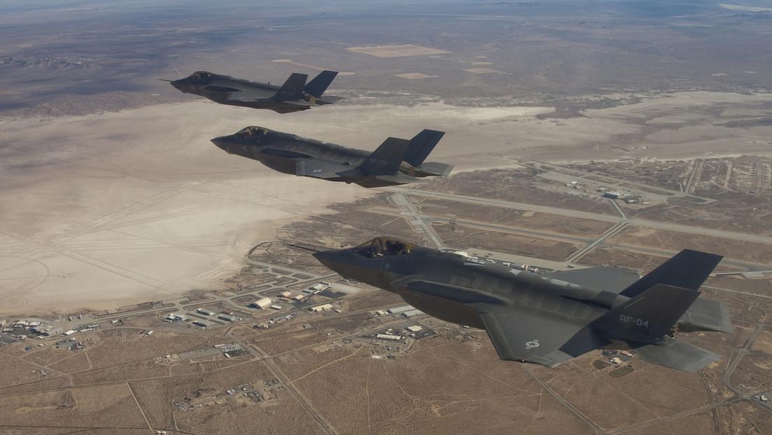 """FOTOS: Ataque aéreo """"de precisión"""" de EE.UU. contra milicias habría dañado un aeropuerto iraquí en construcción"""