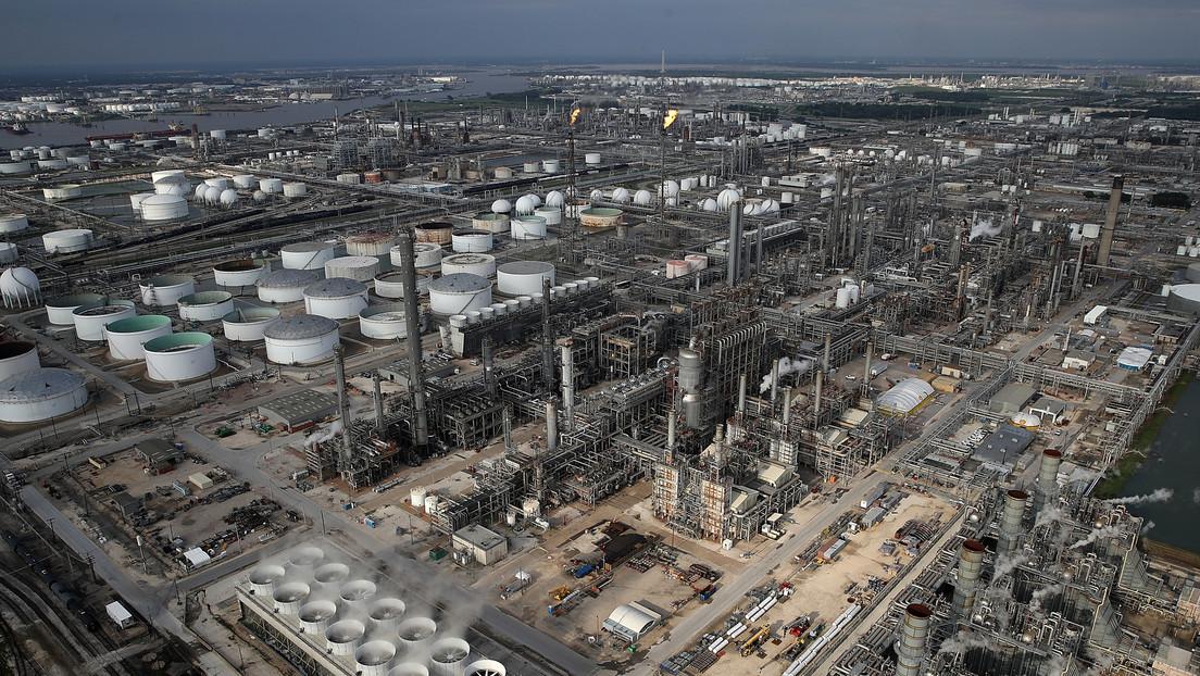 """Trump ordena adquirir una gran cantidad de petróleo para llenar las reservas estratégicas de EE.UU. """"hasta arriba"""""""