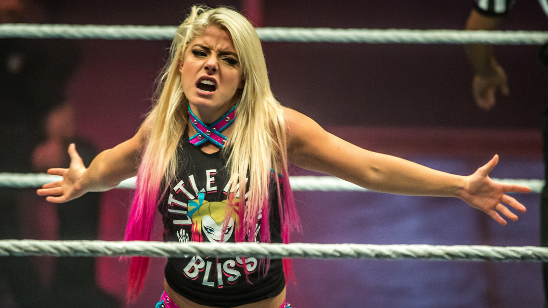 VIDEO: Un error de cámara muestra qué hacen las luchadoras de WWE durante las pausas para comerciales