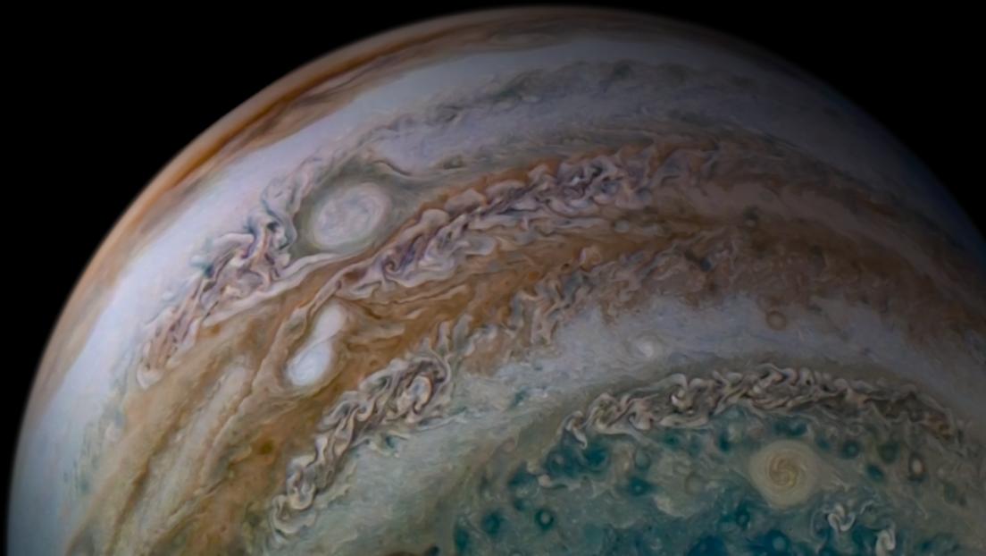 """Un ingeniero de la NASA muestra Júpiter """"de norte a sur"""" en imágenes """"ultragrán angular"""""""