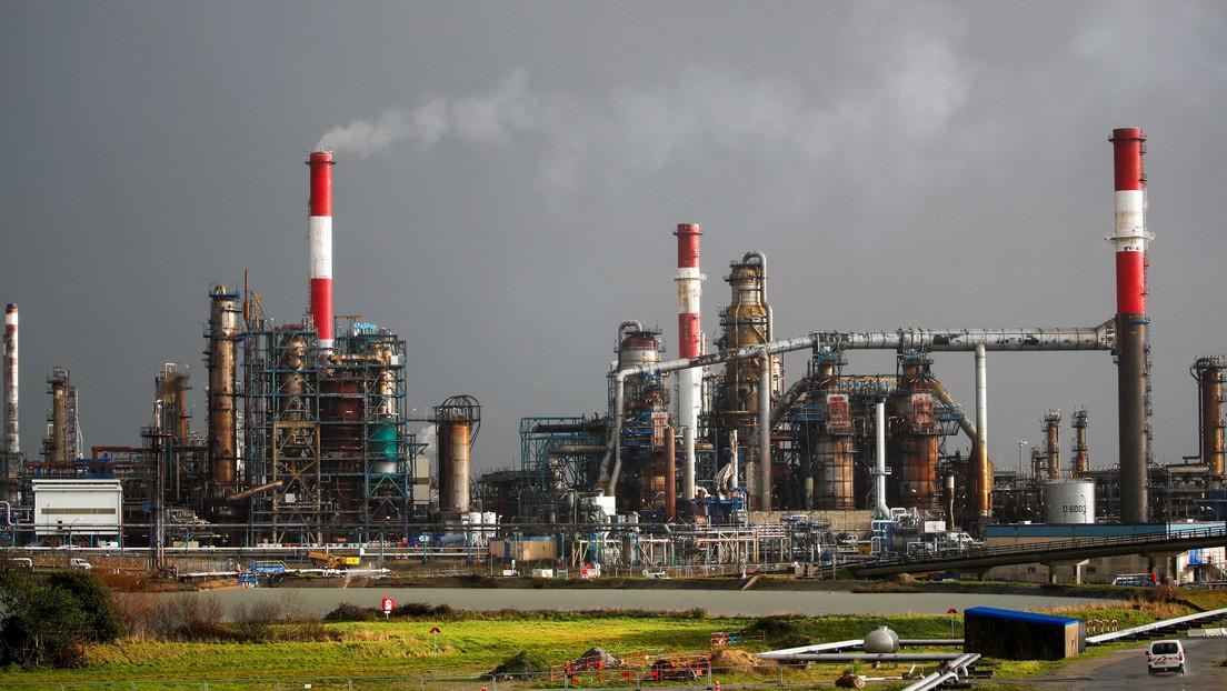 Petróleo pierde 10% y WTI cae por debajo de los 30 dólares