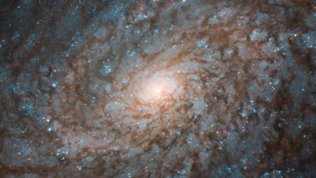 Publican una 'esponjosa' imagen de una galaxia espiral que parece algodón y que está situada a 60 millones de años luz