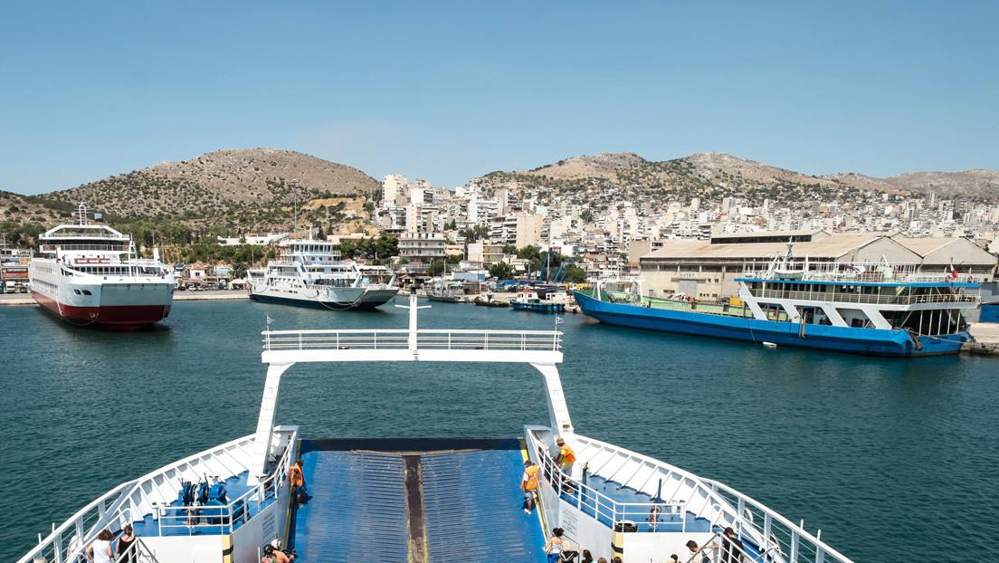 FOTOS: El lujoso yate de un príncipe saudita se vuelca en un astillero de Grecia