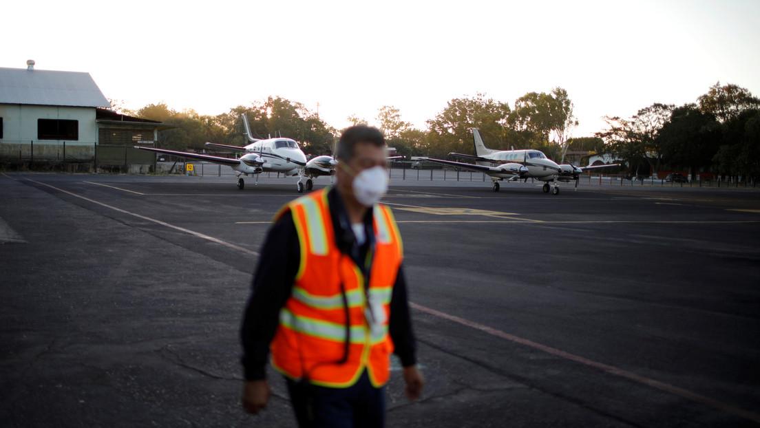 El Salvador ordena el cierre del aeropuerto internacional y obliga a varios aviones a cambiar su plan de vuelo