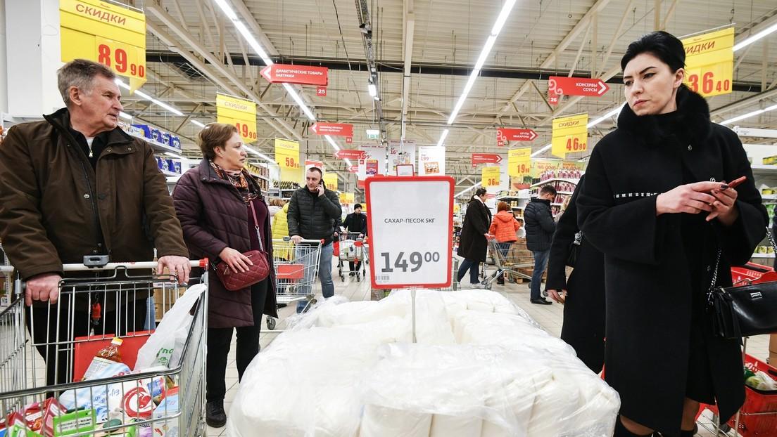 'Carritos del apocalipsis': la respuesta de los supermercados rusos ante el pánico por coronavirus (FOTOS)