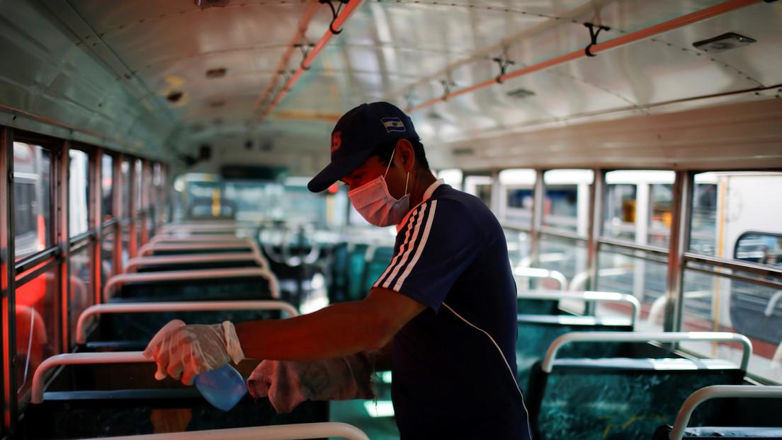 """Gobierno de El Salvador suspenderá los cobros de luz, agua e internet a """"personas directamente afectadas"""" por el coronavirus"""