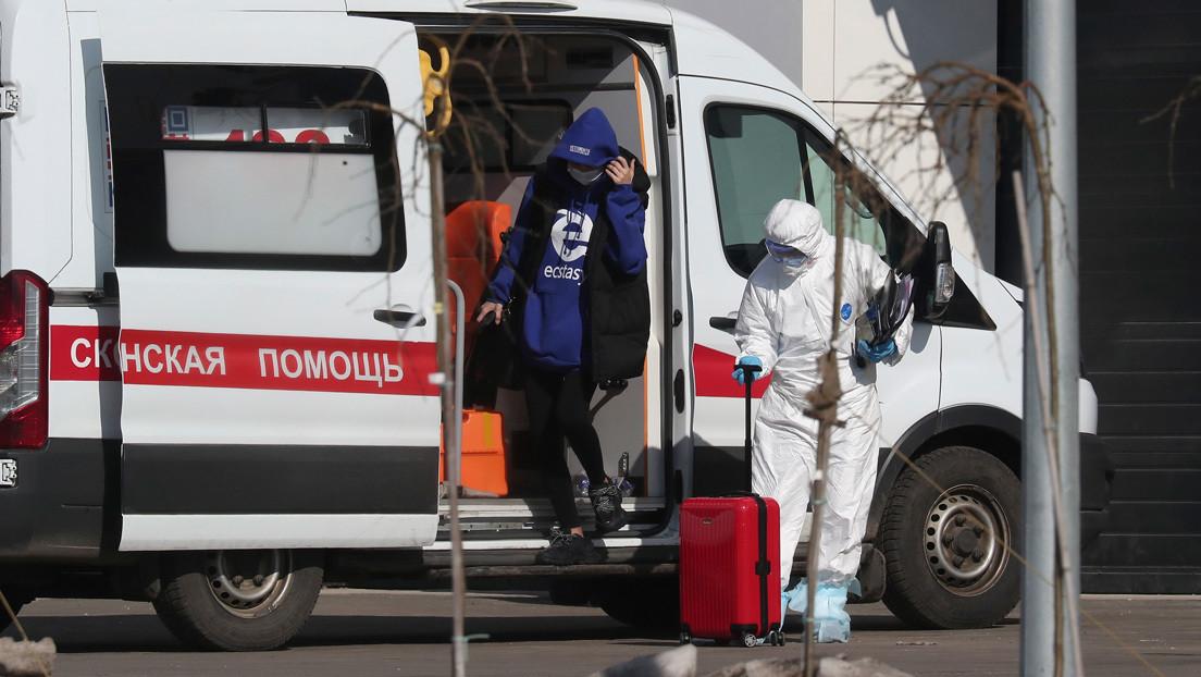 Rusia procesa a una mujer por difundir noticias falsas sobre la pandemia de covid-19