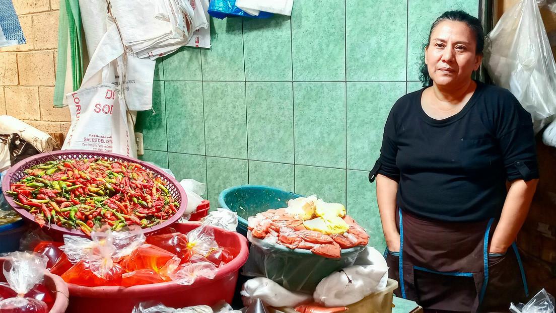 """""""Cerrar el mercado sería como matarnos"""": la economía informal en El Salvador que ilustra los otros riesgos del coronavirus para América Latina"""