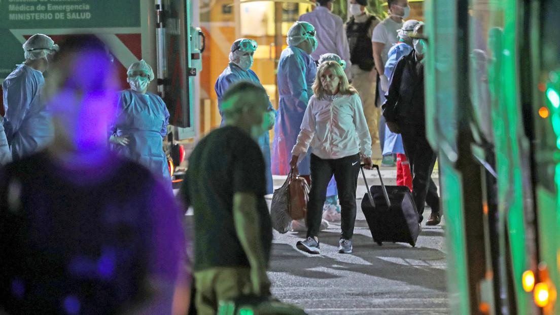 """""""Hubo gente que se descompuso por el hacinamiento"""": 385 pasajeros aislados en hoteles de Buenos Aires por un caso de coronavirus a bordo de un buque"""