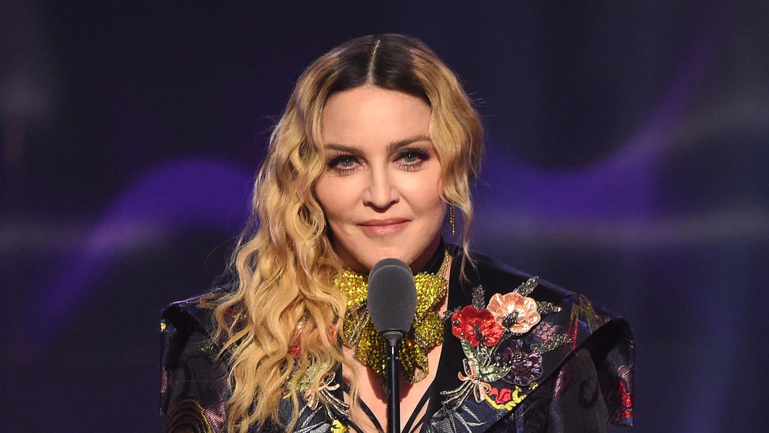 """VIDEO: Madonna genera burlas tras grabarse desnuda en una bañera y definir al covid-19 como """"el gran igualador"""""""