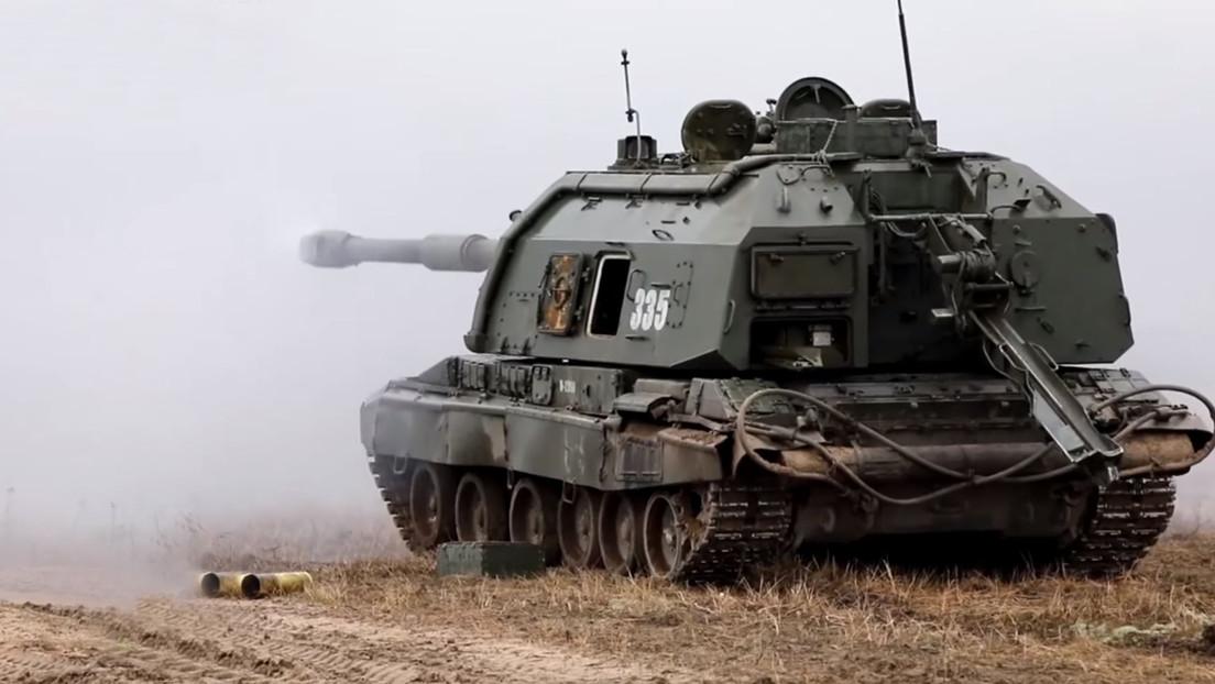 VIDEO: 300 artilleros de obuses autopropulsados del Ejército ruso realizan maniobras guiados por drones de reconocimiento
