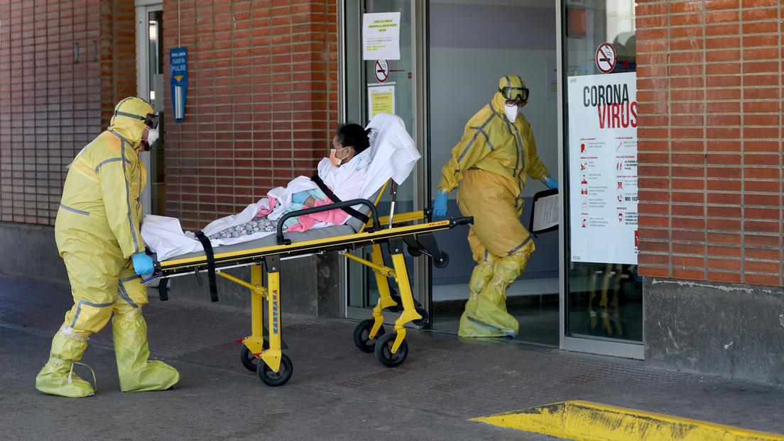 Médicos protegiéndose con bolsas de basura y pacientes en pasillos: la Sanidad española, al borde del colapso por el coronavirus