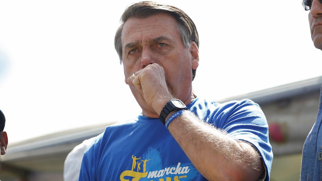 """Bolsonaro dice que los brasileños no se contagiarán con el coronavirus porque """"pueden sumergirse en una alcantarilla y no les pasa nada"""""""