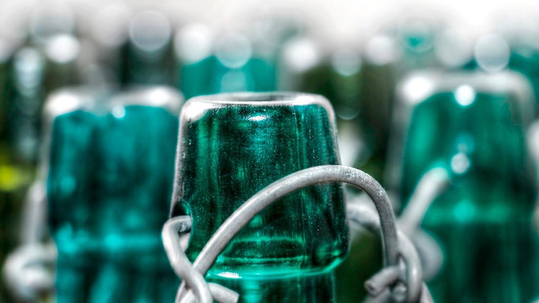 FOTO: Hallan más de 600 botellas de cerveza de 130 años en el Reino Unido, pero no aconsejan probarlas