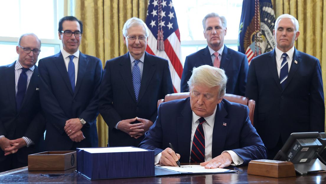 Trump firma el paquete de estímulos para impulsar la economía en medio del coronavirus