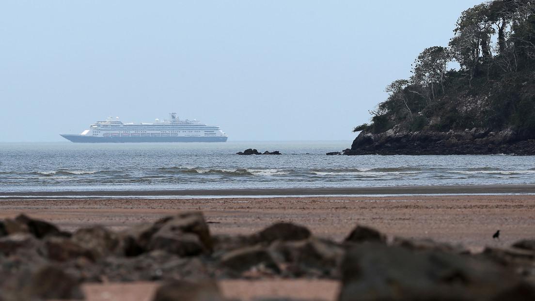Autorizan que pase por el Canal de Panamá el crucero Zaandam, en el que murieron varias personas por covid-19