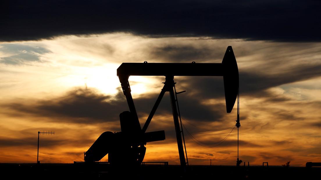 El precio del crudo WTI cae por debajo de 20 dólares por barril por primera vez desde 2002