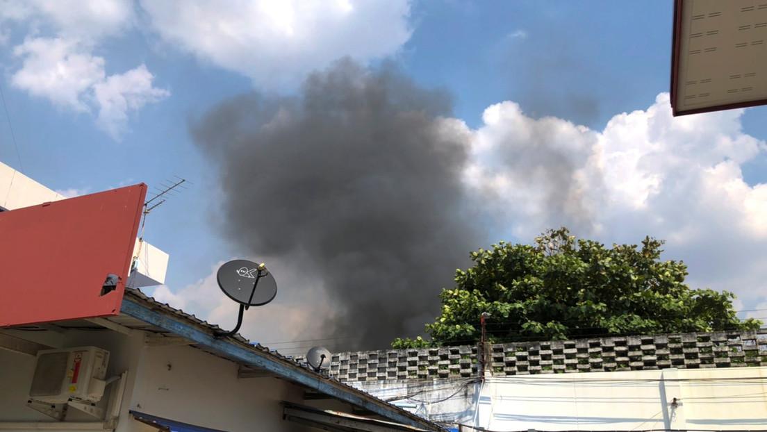 FOTOS, VIDEO: Reclusos tailandeses incendian la prisión y se fugan por rumores de coronavirus