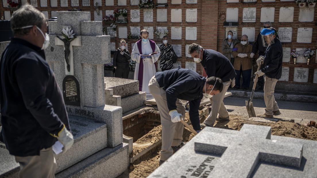 España prohíbe todos los velatorios y funerales y al entierro sólo podrán acudir tres familiares