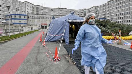 """Emiten en Italia recomendaciones que contemplan dar prioridad """"a quien tiene más probabilidades de supervivencia"""" al coronavirus"""