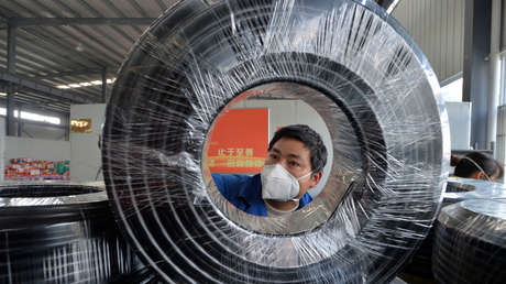 La producción industrial de China registra su peor caída en 30 años por el coronavirus