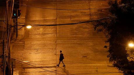 Chile establece toque de queda nocturno y anuncia cuarentena obligatoria para todas las personas que lleguen al país
