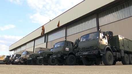 Convoy con médicos militares rusos parte hacia la ciudad italiana de Bérgamo para ayudar a luchar contra el covid-19