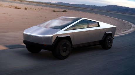 VIDEO: Fabrica su propia Tesla Cybertruck a gasolina y le añade detalles inspirados en Lamborghini