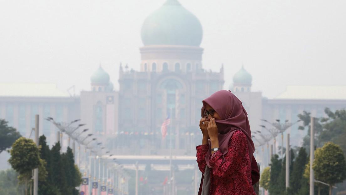 """""""Evita molestar a tu esposo"""": los polémicos consejos del Gobierno de Malasia a las mujeres durante el confinamiento por el coronavirus"""