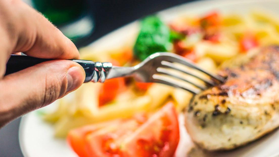 Siente un horrendo sabor en la salsa de tomate y resulta un síntoma del coronavirus