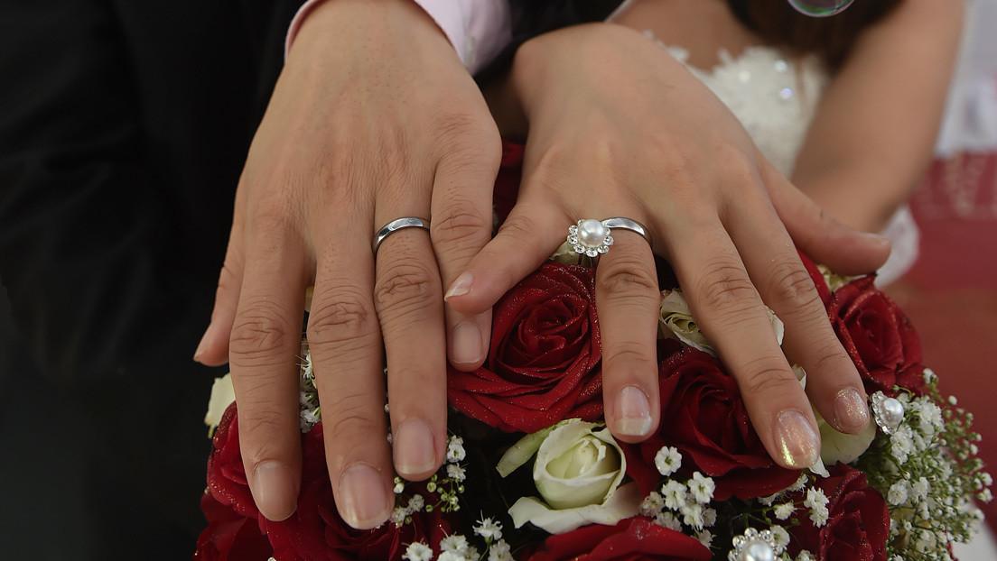 Una pareja china transmite su boda en línea por el covid-19 y 'reúne' a 3 millones de 'invitados'