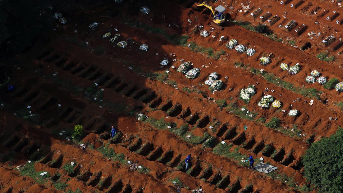 FOTOS: Cementerio de Sao Paulo alcanza un récord de fosas cavadas para las víctimas del coronavirus
