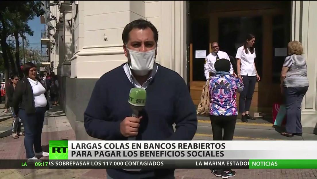 Argentina: Largas colas en los bancos para cobrar jubilaciones y planes sociales