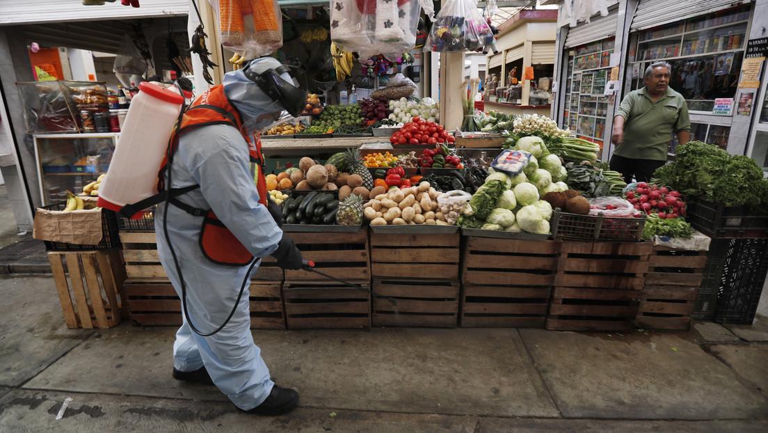 Un mercado de México instala túneles de ozono para desinfectar a los clientes antes de ingresar