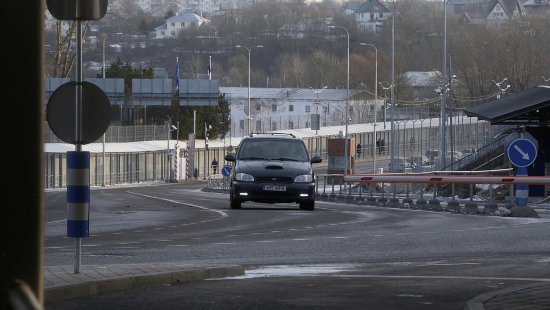 VIDEOS: Un ruso graba cómo se derrumba un puente bajo su coche