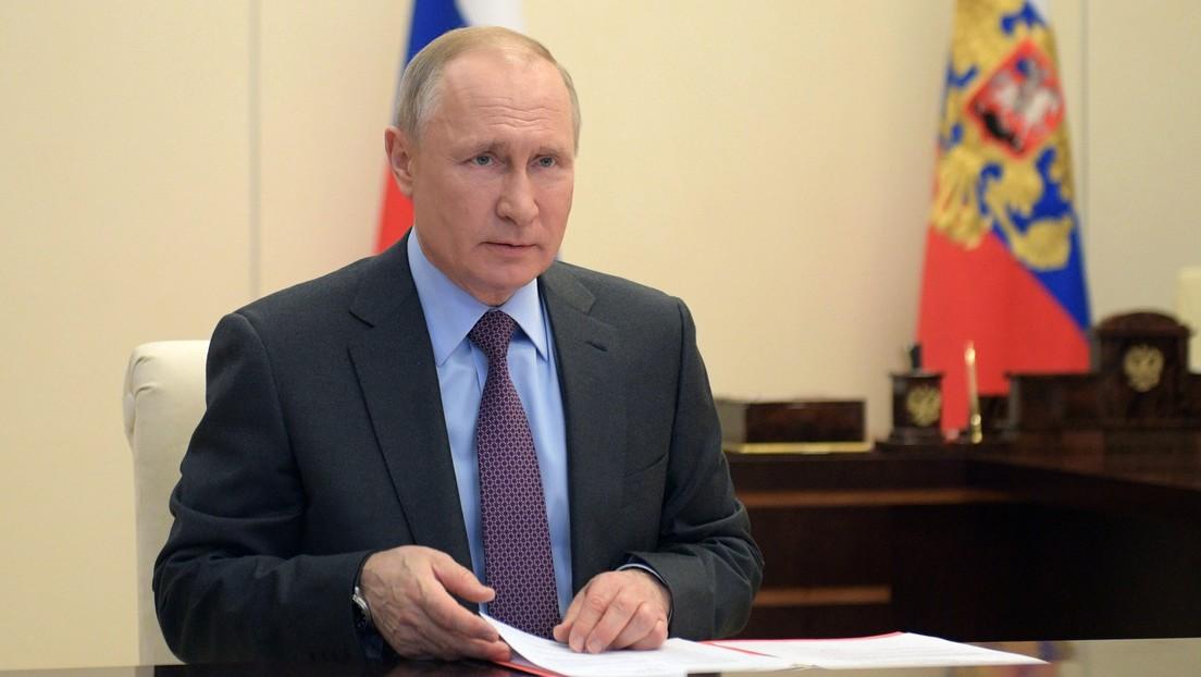 Putin trabajará de forma remota durante al menos una semana más