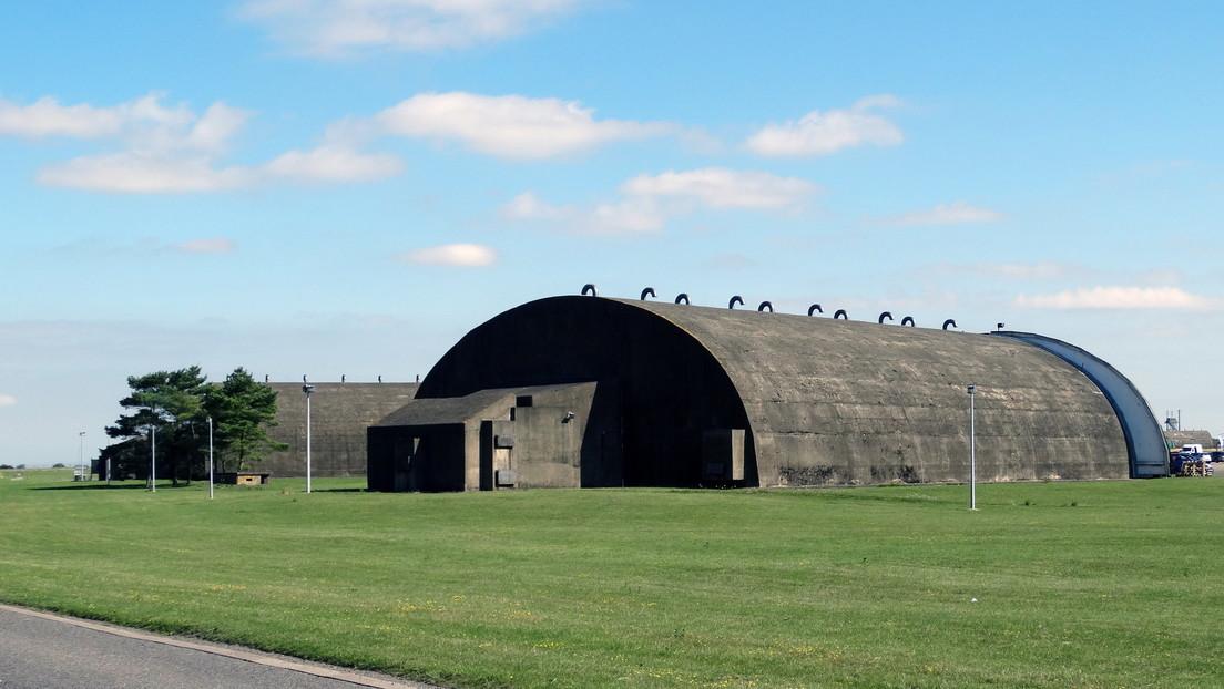 Reino Unido transforma una base aérea en una morgue con capacidad para más de 5.000 cuerpos