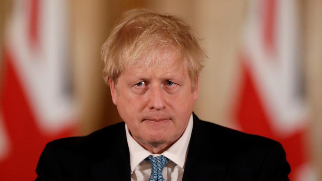 """Boris Johnson permanece bajo observación con """"fiebre y tos"""" en un hospital en Londres"""