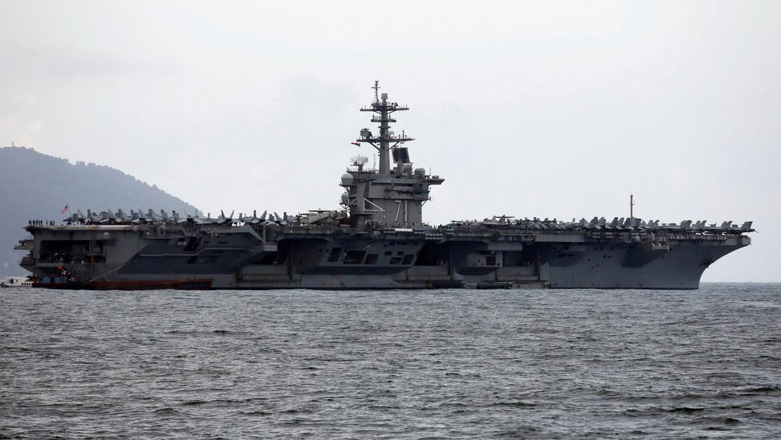 """El secretario interino de la Armada de EE.UU. tuvo que disculparse tras llamar """"ingenuo"""" y """"estúpido"""" al excapitán del portaviones Theodore Roosevelt"""