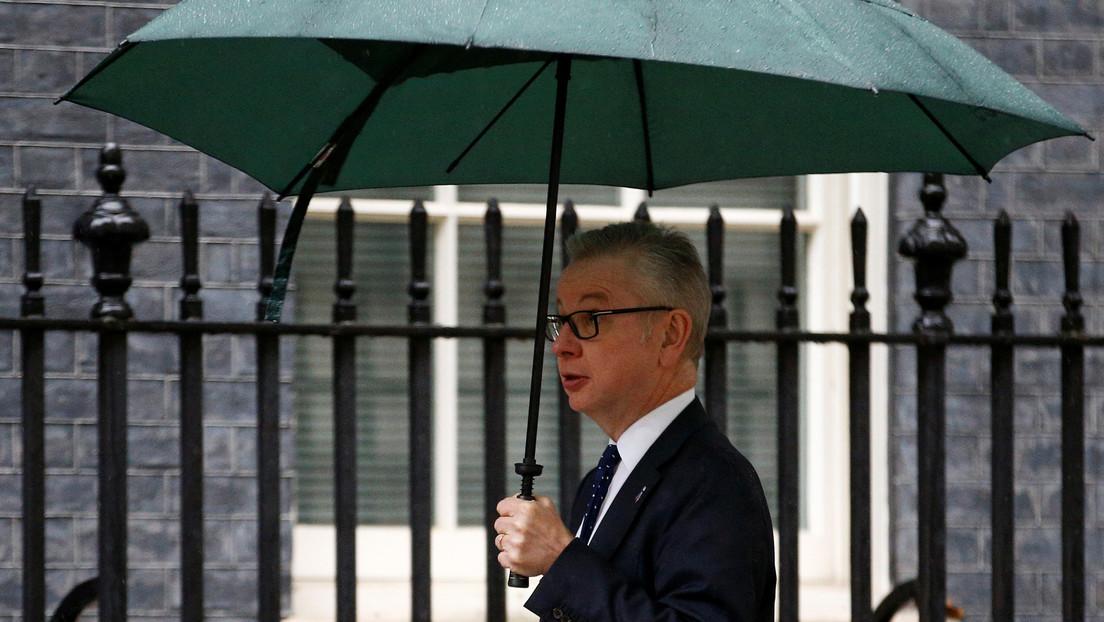 El ministro de la Oficina del Gabinete británico Michael Gove se aísla luego de que un familiar presentara síntomas del covid-19