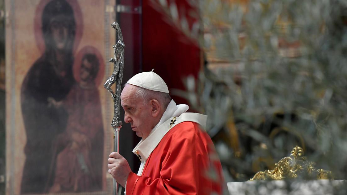 """Críticas al papa por dedicar una misa a aquellos que sufren """"sentencias injustas"""" justo después de la absolución de George Pell"""