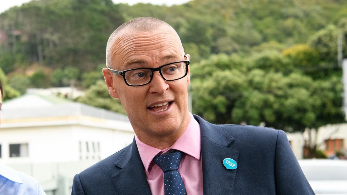 Nueva Zelanda degrada al ministro de Salud por un viaje a la playa en medio de la pandemia