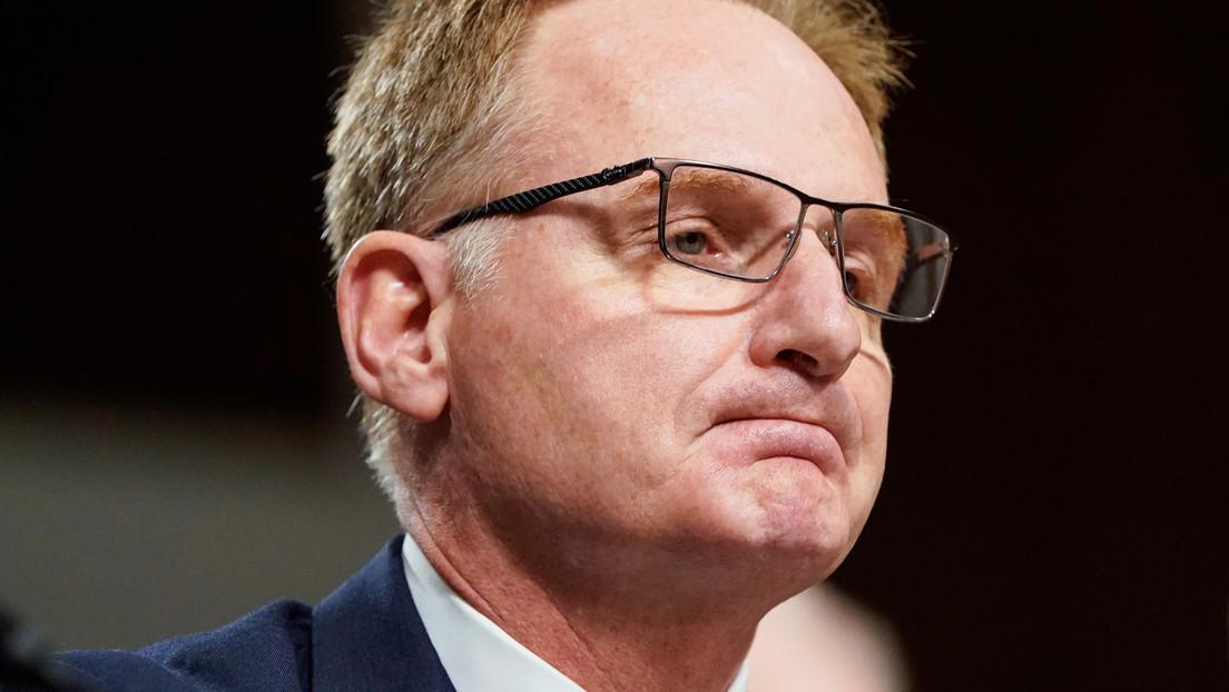 """El secretario interino de la Armada de EE.UU. renuncia tras llamar """"estúpido"""" al excapitán del portaviones que alertó del coronavirus en su nave"""