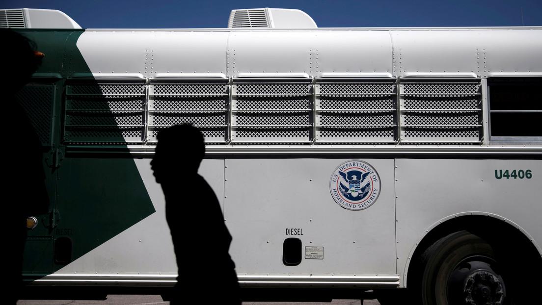 Reportan que EE.UU. deportó a más de 370 niños migrantes interceptados en la frontera con México en virtud de una nueva ley sobre el coronavirus