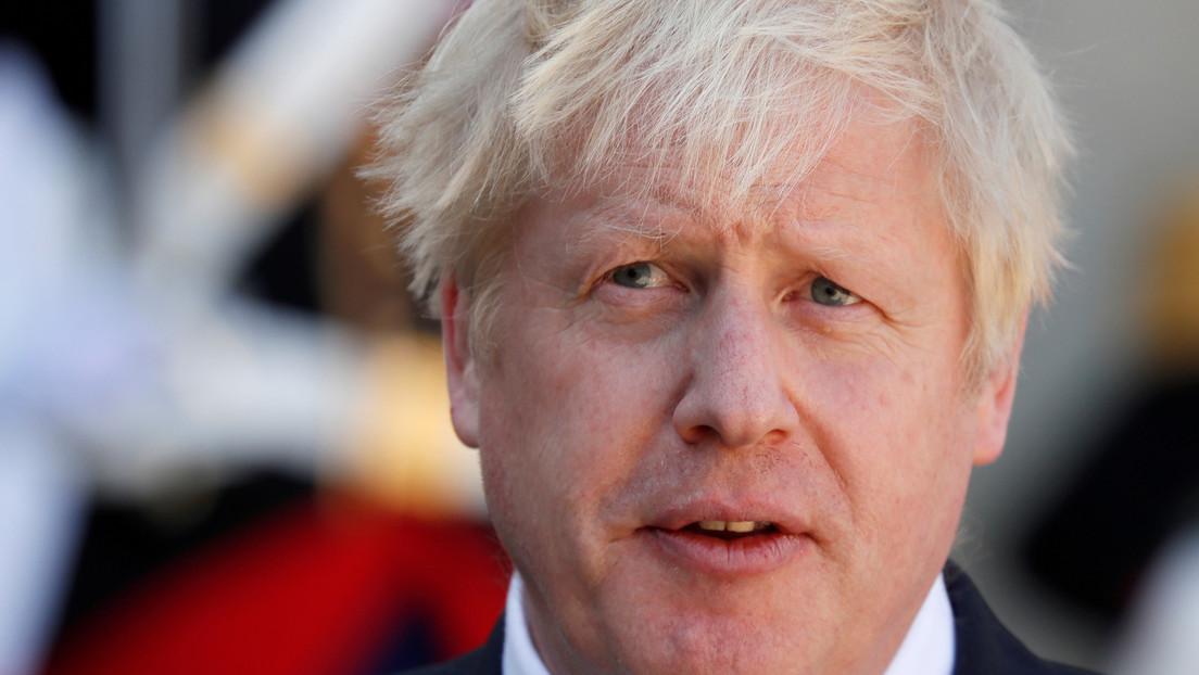 """Boris Johnson """"está bien"""" y permanece en la UCI por el covid-19"""