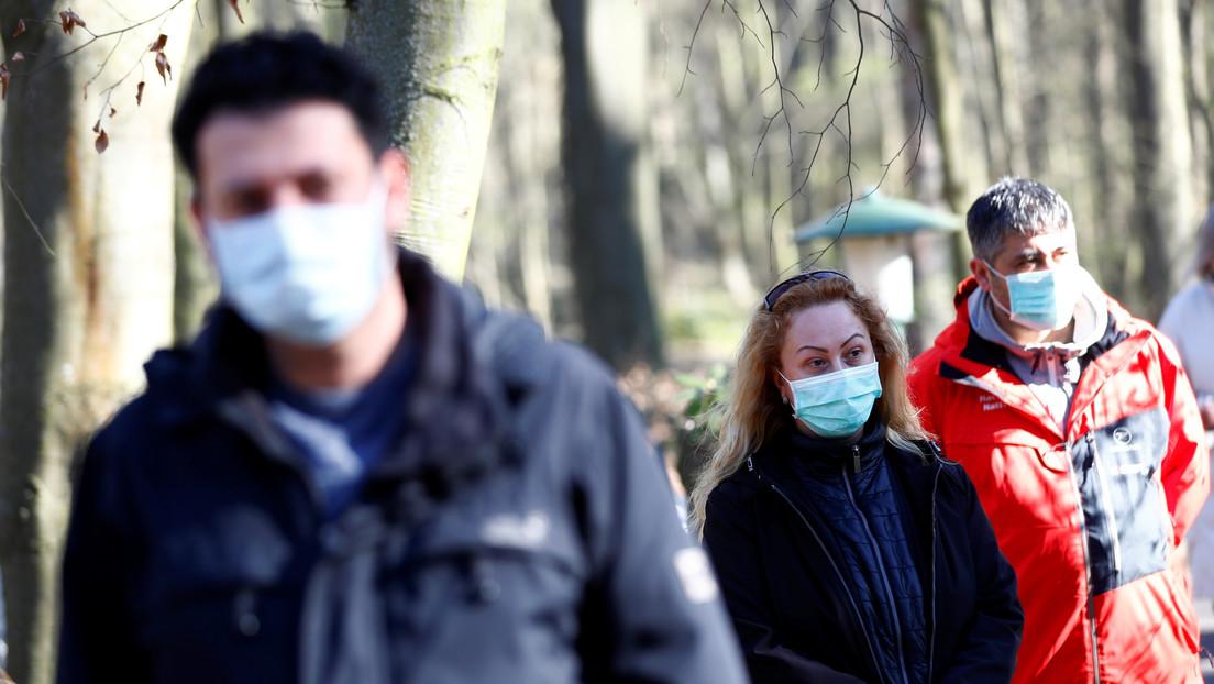 """Merkel afirma que los últimos informes sobre coronavirus son """"motivo de esperanza cautelosa"""" mientras los contagios disminuyen en Alemania"""
