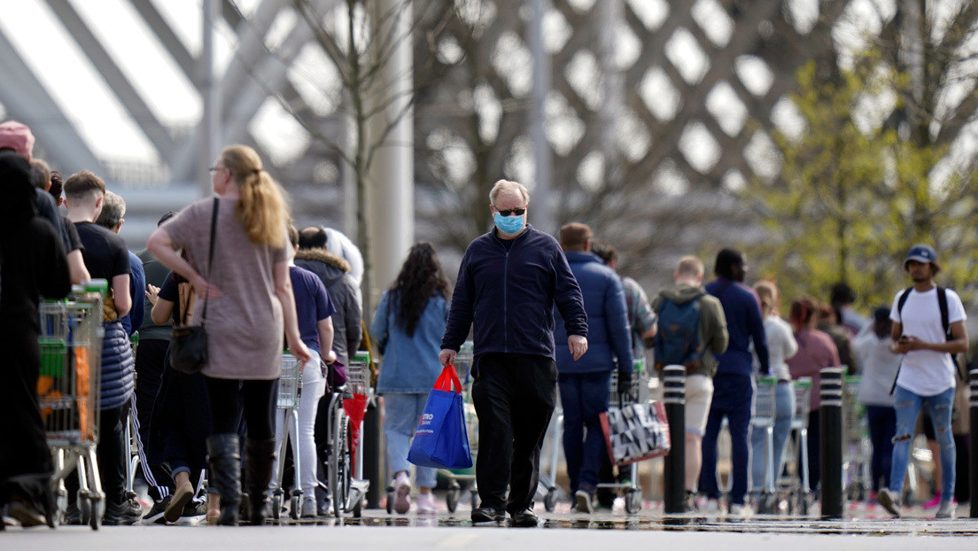 El Reino Unido informa de 881 nuevas muertes por el covid-19, aumentando la cifra total a 7.978
